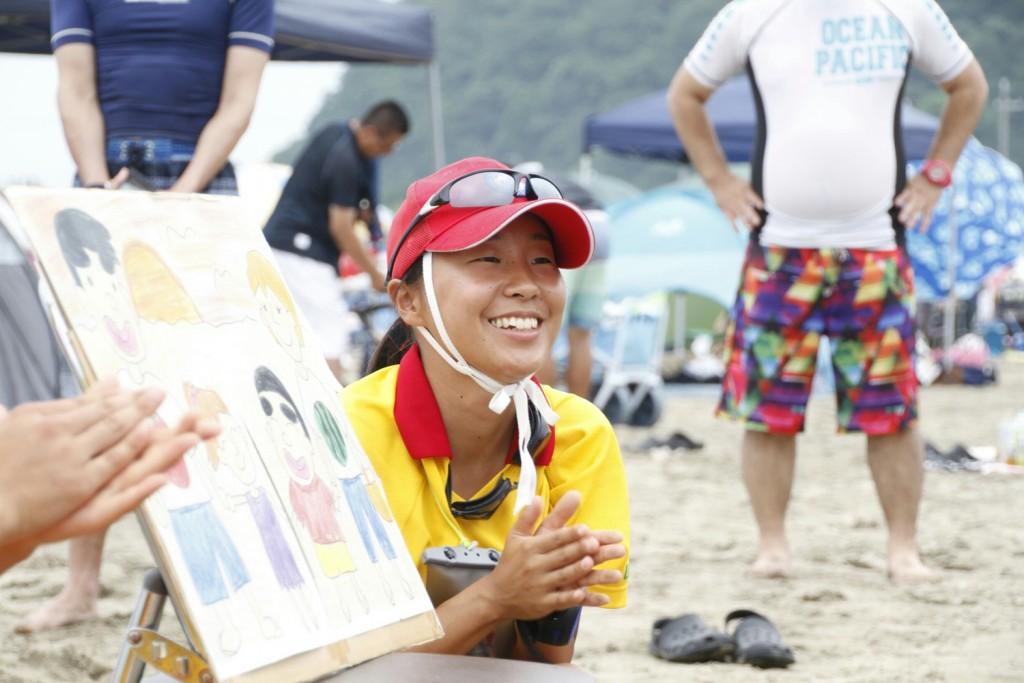 若狭和田ライフセービングクラブのメンバーが走っている写真
